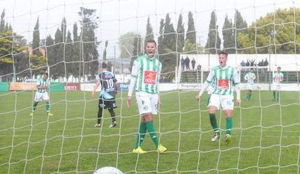 Pennisi festeja su segundo gol. (Foto: gentileza Diario La Capital).
